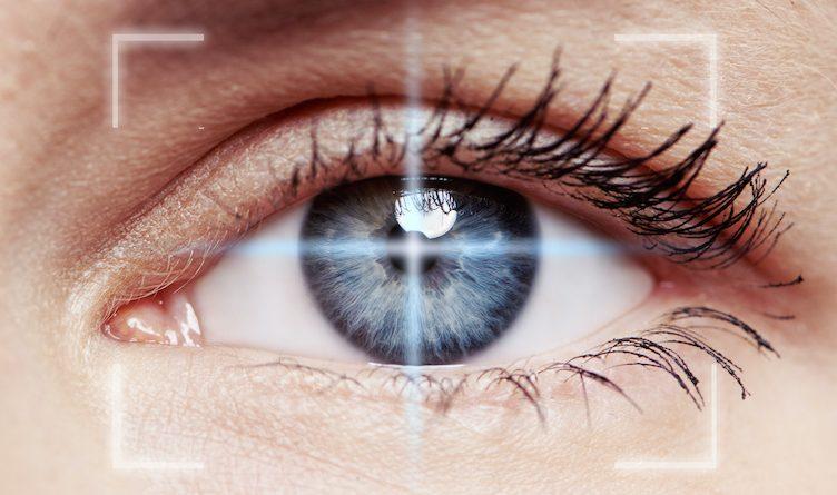 Gros plan d'un oeil , avec DMLA